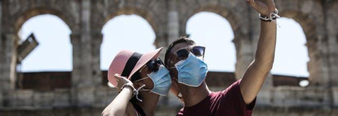 Covid, tamponi obbligatori e passaporti vaccinali: ecco come potrebbe essere la prossima estate