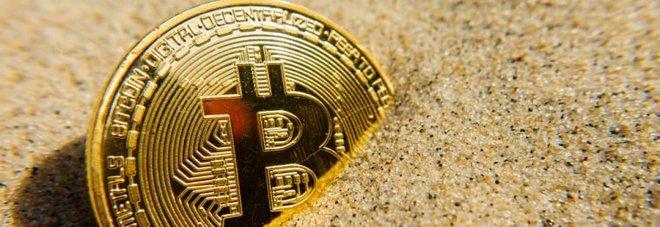 Bitcoin, tracollo dopo le performance da record: allarme bolla speculativa