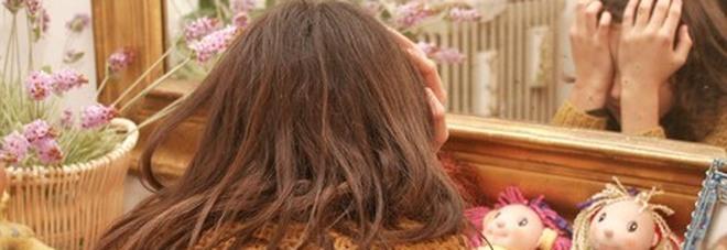 Orrore durante il lockdown: ragazza di 12 anni stuprata in casa da tre uomini. Erano ospiti della sua famiglia