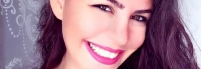 Infermiere uccide la compagna a coltellate, poi va da alla polizia con le mani insanguinate. Aurelia aveva 33 anni