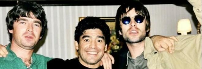 I fratelli Gallagher degli Oasis ricordano Maradona: «Leggenda, nessuno str***o come lui»