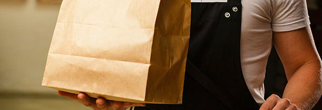 Food delivery: sette regole per mangiare bene e in sicurezza durante le feste