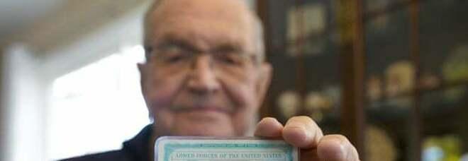 Perde il portafogli in Antartide, 91enne lo ritrova dopo oltre 50 anni