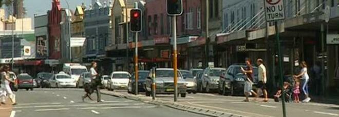 Insulta un autista in barese, lo zio emigrato da 15 anni lo riconosce per strada a Sydney