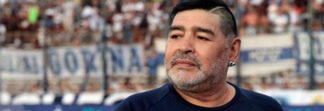 Maradona, a Pomeriggio 5 la chat Whatsapp segreta dei figli prima della morte: «Papà ha vomitato...»