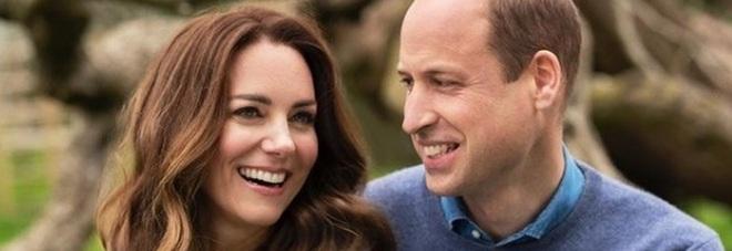 Kate Middleton e William, la foto per i dieci anni di matrimonio e il costoso regalo per l'anniversario