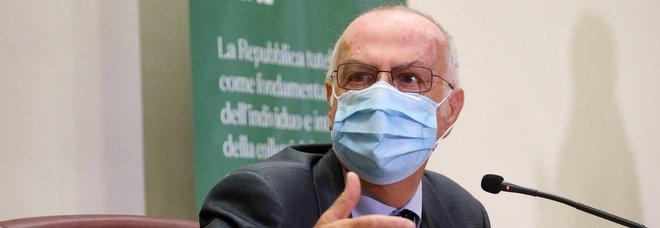 Coronavirus, Rezza: «Meno casi ma la scia dei morti sarà lunga. Sui vaccini fase 4 per la vigilanza»