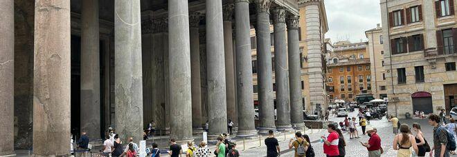 Bentornati turisti: ecco la fila per visitare il Pantheon