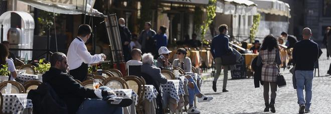"""Roma, ristoranti pieni nel primo sabato """"giallo"""" del Lazio: «Solo oggi 5 milioni di fatturato»"""