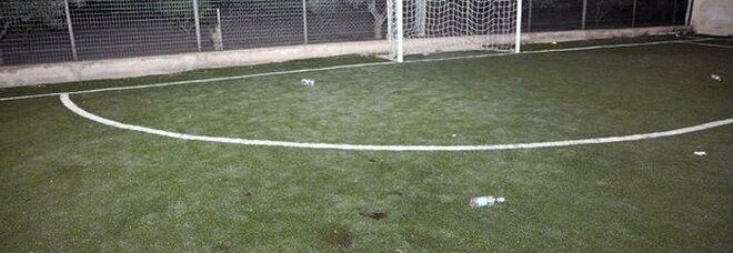 Bambino muore schiacciato dalla porta del campo di calcio: Gabriele aveva 12 anni. Fratello disperato: «Non si può morire così»