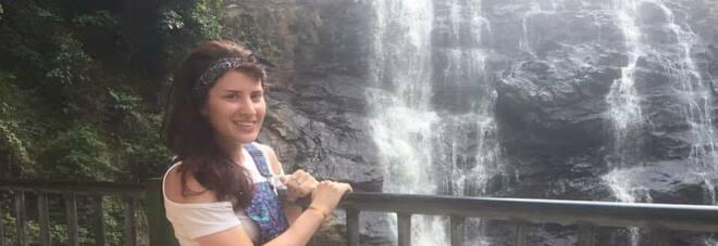 Melissa, si tuffa nel lago per fare un bagno e viene attaccata da un coccodrillo: gravissima in ospedale