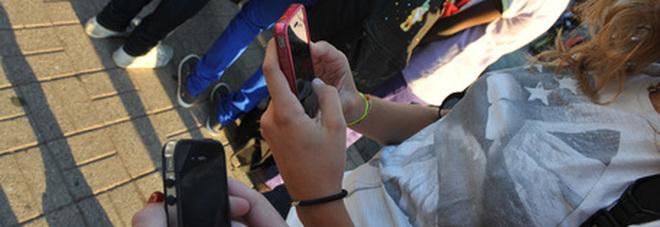 Generazione «mute», i giovani non usano più le suonerie: «colpa delle chat e degli smartwatch»