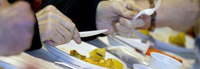 Covid, emergenza povertà: in fila per il cibo anche i laureati