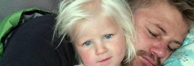 Famiglia travolta da onda anomala,  muoiono papà e la figlioletta -Foto