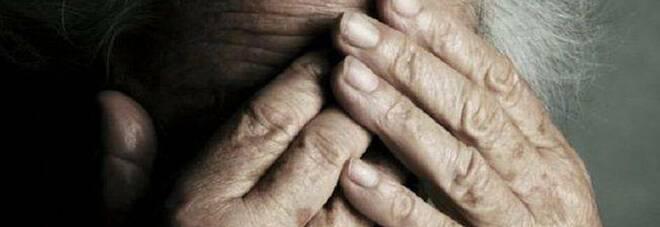 Anziana di 90 anni derubata e violentata in casa nel Comasco: arrestato 26enne nigeriano