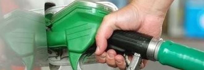Padova, l'ispettore dei vigili rubava la benzina delle auto della polizia... e faceva il pieno alla sua Mercedes