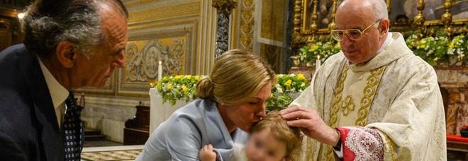 Ferdinando Brachetti Peretti e Nicole Junkermann, battesimo in Vaticano per la piccola Vita