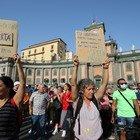 «No al green pass», manifestazioni contro l'obbligo del certificato vaccinale in tutte le città italiane. Tensioni a Pescara