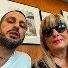 Fabrizio Corona, la mamma Gabriella a Non è l'Arena: «Mio figlio era normale. Un incontro lo ha rovinato». Ecco di chi parla