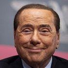 """«Berlusconi, le ragazze lo """"cavalcavano"""" a turno in una stanza buia. Barbara Guerra pagata per tacere...»"""