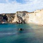 Ponza, la spiaggia candida che si può ammirare da lontano