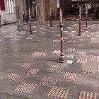 Gran Bretagna, fiaccolata nella cattedrale di Blackburn in ricordo delle vittime del Covid