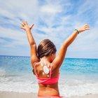 Arriva l'estate, 5 mosse per proteggersi dal sole. E abbronzarsi lo stesso