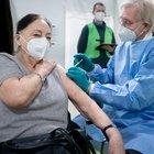 """L'immunità cade dopo 5 mesi: rischio """"trasporto"""" in naso e gola, studio britannico"""