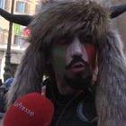 Lo sciamano alle proteste di Montecitorio: «Il mio look per farmi ascoltare»
