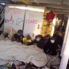 Open Arms, la gioia dei migranti arrivati a Porto Empedocle