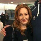 J. K. Rowling nella bufera: accuse di transfobia per la mamma di Harry Potter dopo l'uscita del nuovo romanzo
