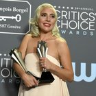 Lady Gaga fugge dai Critics' Choice Awards per assistere il suo cavallo morente