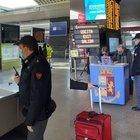 Coronavirus, si intensificano i controlli della Polizia nelle stazioni