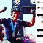 Alex Zanardi, il post del figlio Niccolò: «Mi manca il tuo sorriso, ma so che lo rivedrò presto» FOTO