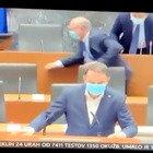 Deputati sloveni lasciano l'Aula Video