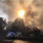 Incendio lungo il viadotto della Magliana: interviene anche l'elicottero