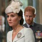 """Kate Middleton, gli """"sms segreti"""" a Meghan Markle mentre William e Harry litigano furiosamente"""