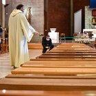 Lecce, vigilessa interrompe funerale e chiede i nomi dei presenti: scoppia il caos