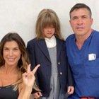 Elisabetta Canalis, la foto del primo giorno di scuola di Skyler. Ma un dettaglio fa infuriare i fan: «Com'è possibile?»