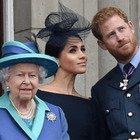Meghan e Harry, la regina Elisabetta ne ha abbastanza: pronta a portarli in tribunale