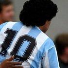 Alberto Matano critica gli assembramenti a Napoli per Maradona: tagliata la diretta