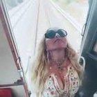 Madonna sul treno storico in Puglia: «Ciao Italia»