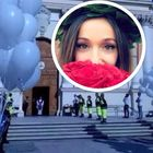 Palloncini e un cuore per l'ultimo saluto a Gloria Trevisan, morta nel rogo della torre a Londra