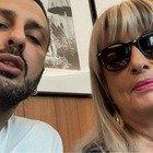 Fabrizio Corona difeso da mamma Gabriella: «E' tutto fumo e niente arrosto: un agnellino indifeso»