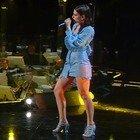 Gaia, minidress azzurro all'Ariston. Poi balla e la gonna lascia intravedere qualcosa... Fan increduli: «Stupenda»