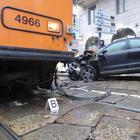 Milano, incidente tra tram e auto
