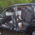 Esce di strada in tangenziale, il guardrail trancia l'auto: ragazza di 25 anni grave