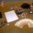 Torino, esami della patente truccati con parrucche e cellulari nascosti