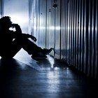 Perde il lavoro per il coronavirus, ragazzo suicida a 29 anni: si è impiccato nella tromba delle scale