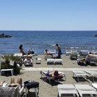 Estate 2020, scatta il caro vacanze: traghetti, aerei e case costano il 20% in più